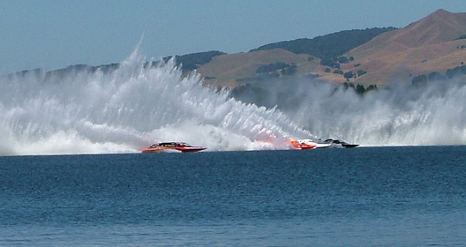 Hydroplanes on Lake Karapiro
